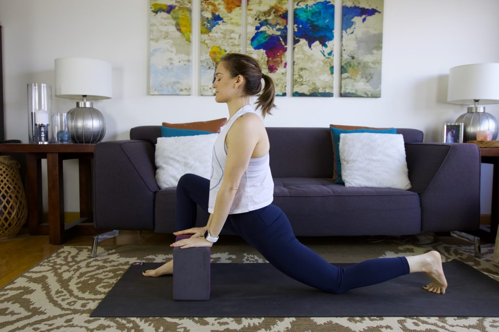 prenatal kneeling lunge