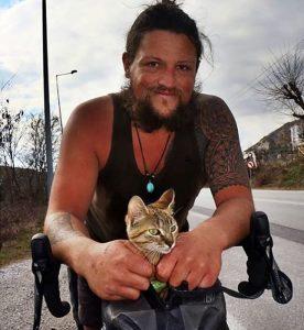 Meet the Cat Who's Traveling Around the World_Bad Yogi