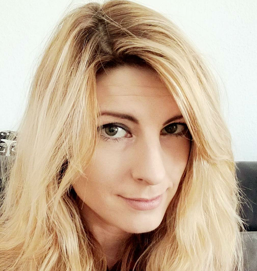 Elisa Abbott
